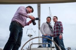 Fotoshoot op onze boot van Joris en Bert door Klaas Wiersma