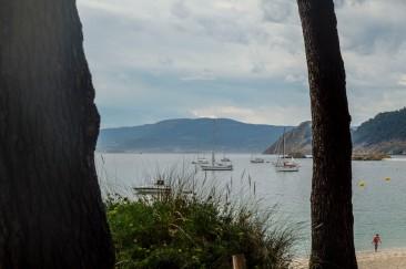 Uitzicht op boot vanaf eiland