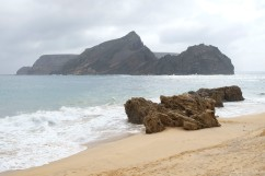 Uitzicht op onbewoond eiland ten zuiden van Porto Santo