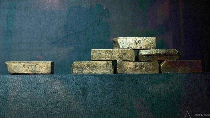Zilverstaven uit VOC schip, bedoeld voor de ruilhandel met het Verre Oosten