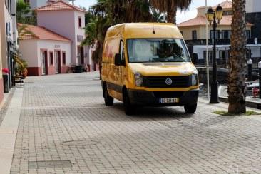 Yes, de gele bus komt eraan