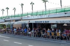 Lunch bij Sailor's Bay...met de benen buiten...