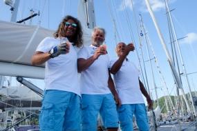 Team Anzur met welkomst rum-punch